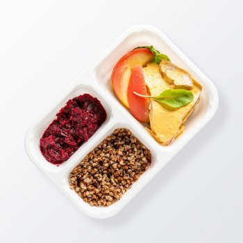 Roast turkey with mango sauce, beets with apples, pearl couscous with pasley