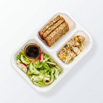 Tuna salad with sweetcorn and pineapple, mixed vegetables, bread
