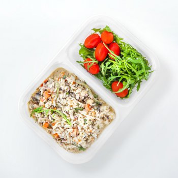 Parboiled rice risotto with vegetables and blue cheese, cocktail tomatoes, rucola