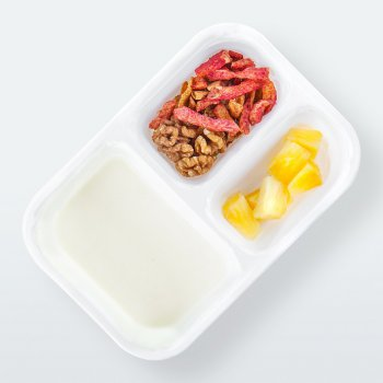 "Yogurt with ""Cinnamon Apple"" muesli"