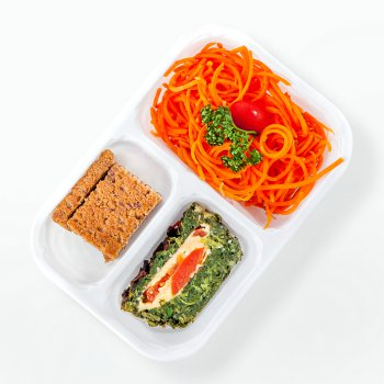 Spinach cake with tomatoes, carrot spaghetti, bread