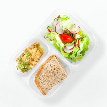 Tuna and curry spread, mixed vegetables, bread