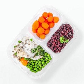 Chicken in almond sauce, black rice, carrots and peas