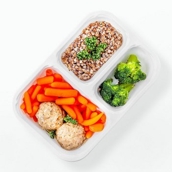 Lamb meatballs in own juice, steamed vegetables, buckwheat groats