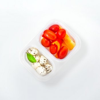 Mozzarella with tomatoes, peppers and basil