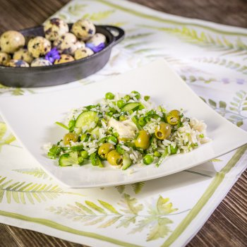 Spring salad with parboiled rice and vinaigrette