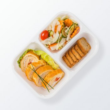 Pancake rolls with chicken, mixed vegetables, wholemeal crisp bread