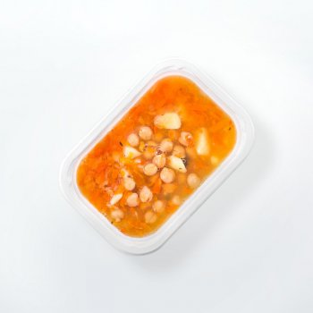 """Orange"" soup from peppers with chickpeas and potatoes"
