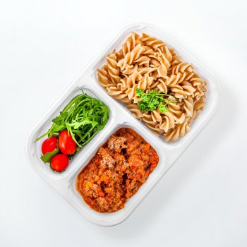 Pasta with bolognese sauce, rucola